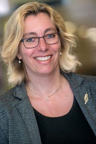 Dr. Yvonne van Everdingen